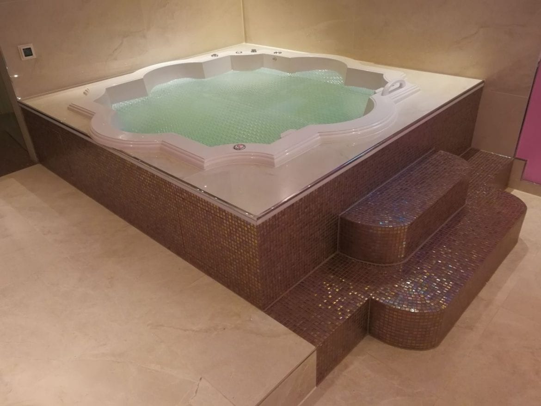 Whirlwanne Luxor 192x192 cm
